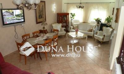 Eladó Ház, Budapest, 15 kerület, Újszerű , nagy nappali + 2 szoba, autóbeálló!